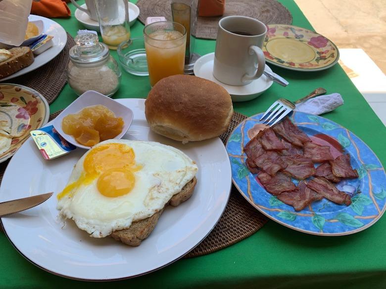 candidasa ontbijten